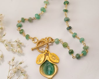 May Birthstone Bracelet - Raw Emerald Bracelet - Personalized Bracelet - Wire wrapped Toggle Bracelet - Calla Lilly