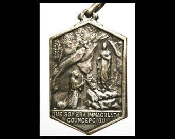 "The Words of Notre Dame of Lourdes to Saint Bernadette Soubirous Vintage Religious Medal on 18"" sterling silver rolo chain"