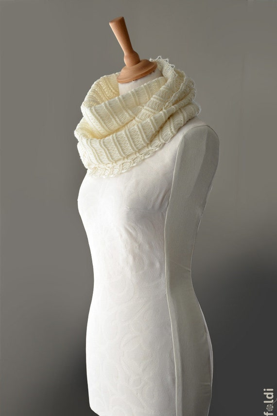 Knitted cashmere cowl in cream colour 'Icicle'