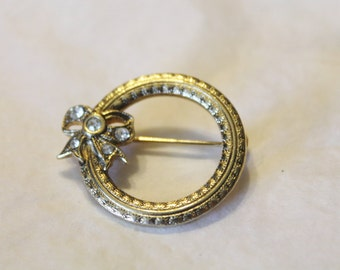 Golden Circle / Wreath With Rhinestone Bow Pin
