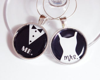Wedding Wine Charms, Mr Mrs Wine Charms, Wine Charms, Bridal Shower, silver plate, barware, table setting (2437)