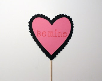 Best Valentine's Day Photo Booth Props - Be Mine Sweetheart Valentine