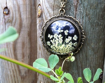 black necklace pressed flower jewelry, nature inspired real flower jewelry, necklaces for girlfriend, handmade unique nature lover gift cute