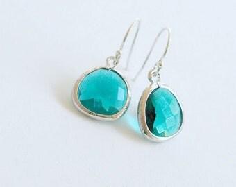 Emerald Green Drop Earrings in Silver - Sterling Earwire - May Birthstone, Emerald Wedding Bridesmaid Jewelry, Emerald Pantone