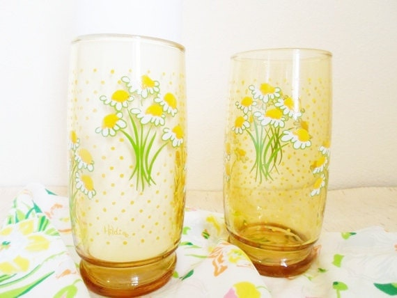 Vintage set of two Hildi 16oz. Yellow Polka Dot Daisy Glasses  Glassware