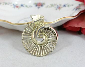 1980s Vintage Goldtone Swirl Pin Brooch signed Gerry - Cute