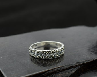 bali sterling silver ring--size 9