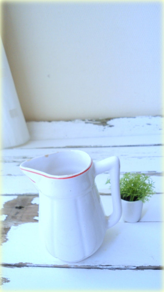 vintage milk jug- white /red jar- 50s- table design-Mid Century- Home DECOR for her- kitchen serving jug