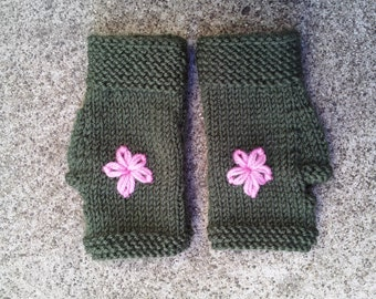 Girl's gloves - green fingerless gloves - girls green gloves - pink flower - wool mitts