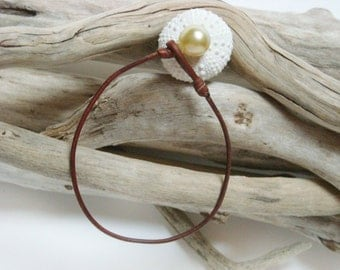 Australian golden pearl and leather bracelet for woman