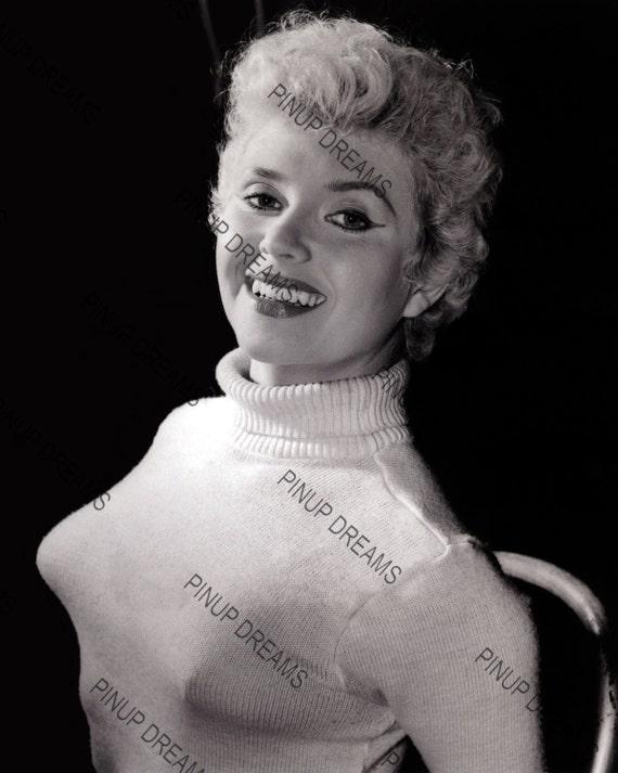 Margaret nolan vera novak vintage naturist clip 7