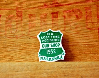 1950s Advertising Pin Novelty Souvenir Kitsch Pin Shield Lapel Badge Green White Brooch No Lost Time Accidents 1952 N.A.S.D. Philadelphia