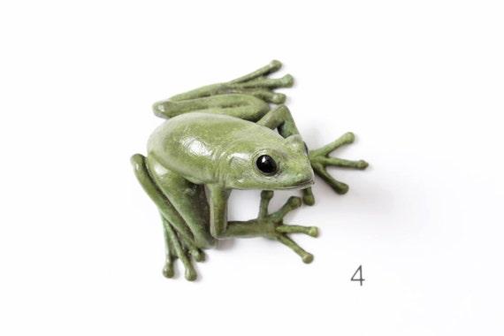 Tree frog - small, green - Brass
