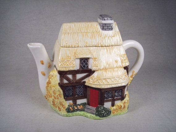 Ceramic Porcelain English Tudor Cottage, Hut, House Teapot