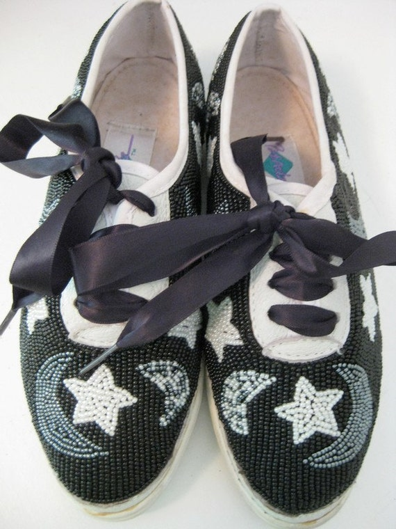 size 5 moon and tuxedo beaded tennis shoes by