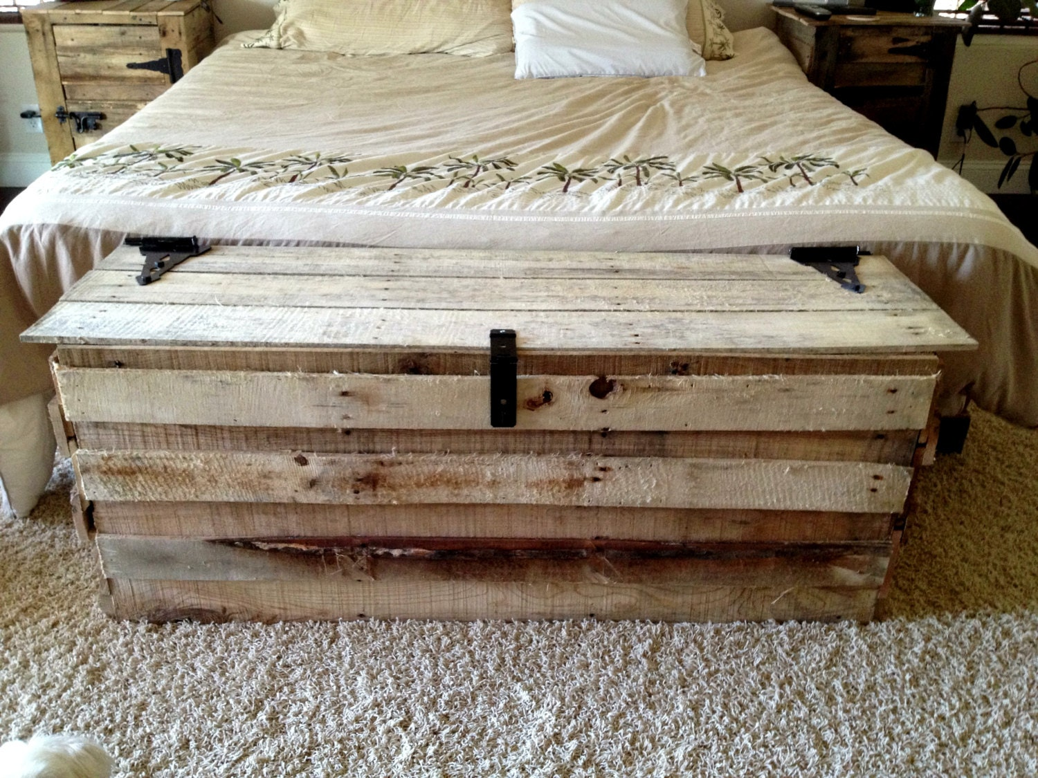 Wood Effect Kids Playroom Bedroom Storage Chest Trunk: Items Similar To Handmade Reclaimed Pallet Wood Trunk