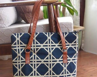 Blue lattice tote bag