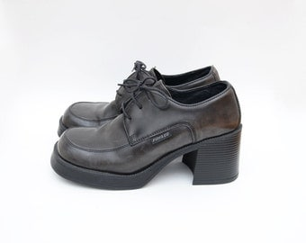Vintage dark grey leather 90s chunky heel lace up platform shoes