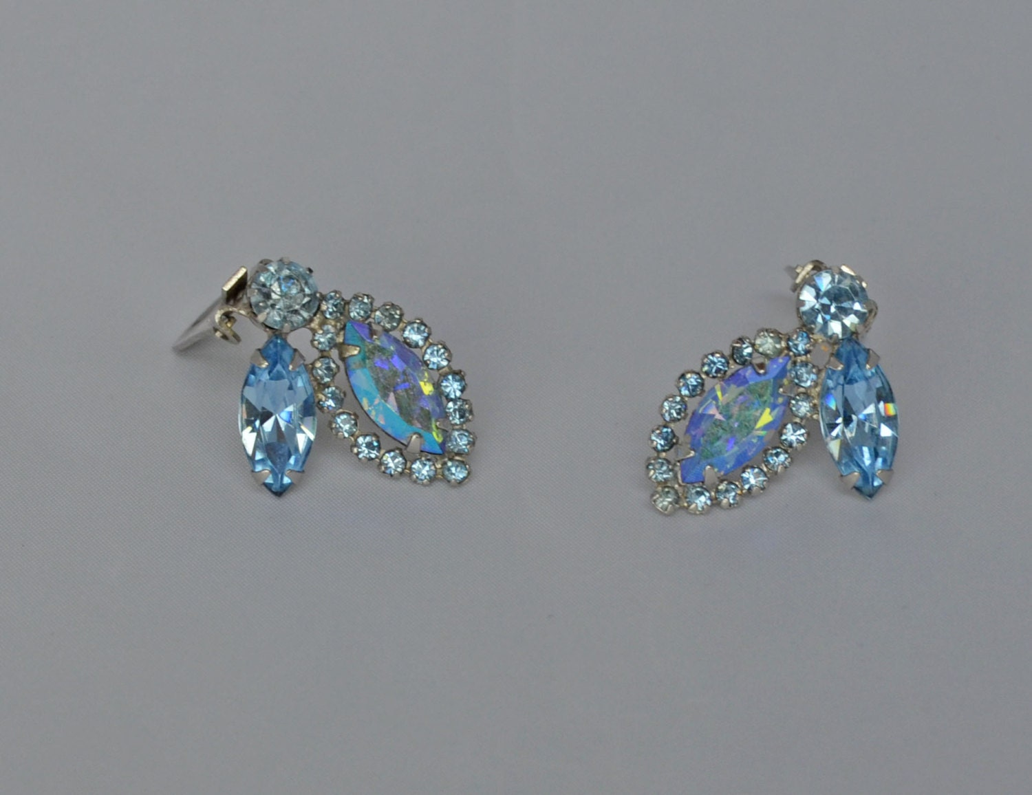 Superb Vintage Weiss Earrings Rhinestone Signed Clip