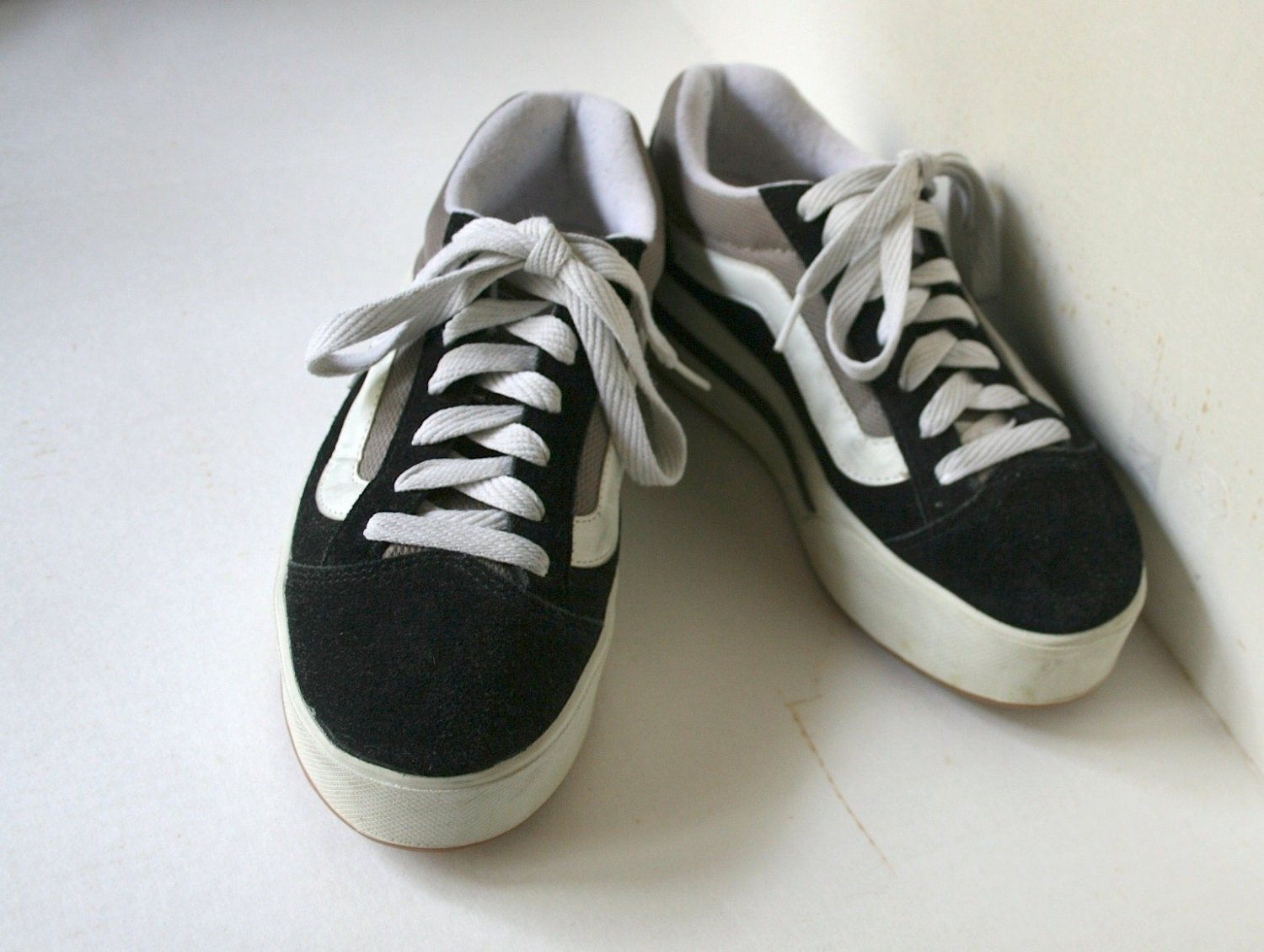 how to get black scuffs off of white shoes