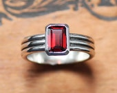 Red garnet ring - modern ring - emerald cut garnet ring - triple band - classic gemstone ring - bezel set - january birthstone, column ring
