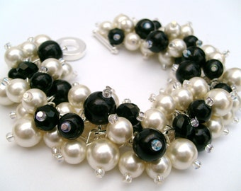 Black and Ivory Beaded Bracelet with Pearls, Bridal Jewelry, Wedding Jewelry, Bridesmaid Bracelets Gifts, Cluster Bracelet, Chunky Pearls