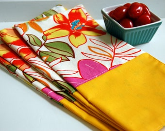 Caribbean Tropical Cloth Napkin Set / reversible yellow napkins / resort style / beach house napkins / pink and yellow / tropical napkins