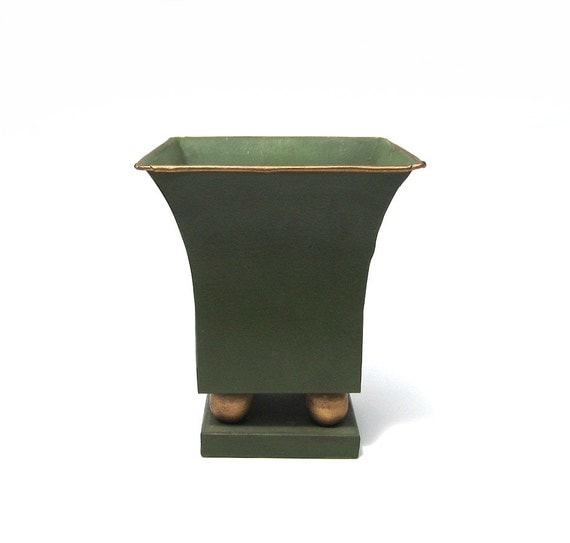 vintage tole cache pot green metal planter flower pot. Black Bedroom Furniture Sets. Home Design Ideas