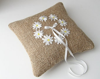 Daisies ring pillow, ring bearer's pillow, rustic wedding ring holder, embroidered white daisies, silk ribbon embroidery