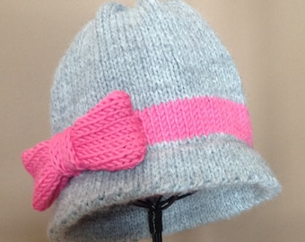 NEW - Handknit Infant Winter Cloche Hat Beanie photo prop with Bow
