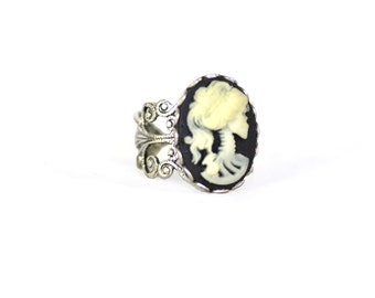 Steampunk Gothic Ring - Squeleton Princess Cameo - Antique Silver Filigree - Adjustable -
