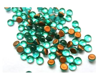 30 Vintage glass cabochons temerld foil green 3mm