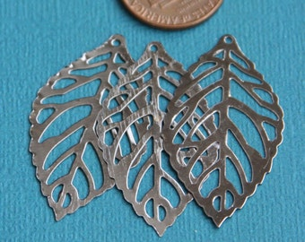 20 pcs of Gunmetal plated stamp leaf 35x20mm