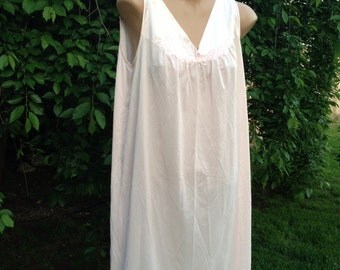 Vintage Vanity Fair Pink Nylon Antron Nightgown Ladies' Size Small