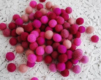 1.5cm / 15mm - 100 Assorted Pink Color Shade 100% Wool Felt Balls / Beads