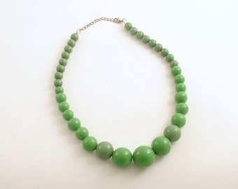 Vintage Green Bead Necklace Mod Costume Jewelry