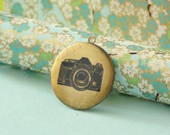 camera round antique brass locket 32mm (LD045)