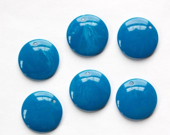 Vintage Medium Blue Acrylic Circle Charms Drops (6) pnd161G