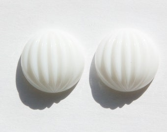Vintage White Ribbed Melon Glass Cabochons 18mm cab209