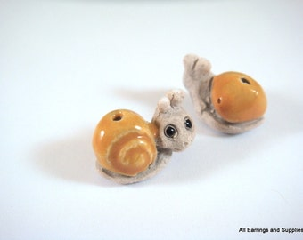 SALE - 2 Snail Beads Animal Beads Brown Ceramic Hand Painted Glazed 17x12mm - 2 pc - 5940