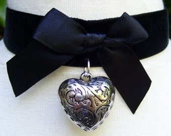 Gothic Lolita Steampunk Black Velvet and Silver Metal Heart Pendant Choker