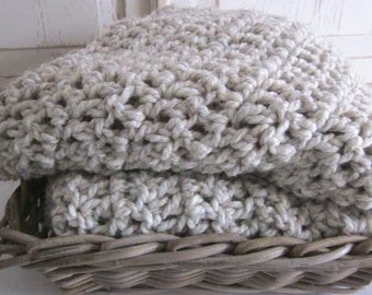 Chunky cozy knit crochet wool throw blanket // Wheat