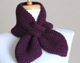 Knitting Pattern For Pull Through Scarf : KNITTING PATTERN The Original Stay Put Scarf Pull Through