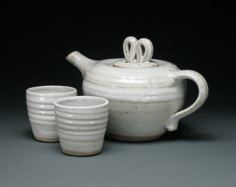 Glossy White Side Handle Teapot With 2 Tea Cups