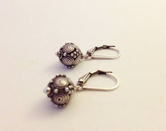 Bali bead earring with great detail on lever back earwire