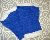 Blue and white fingerless mitts