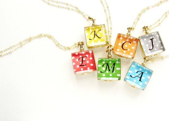 Bridesmaid jewelry, Initial locket necklace, monogram glass locket, 6 personalized wedding party gift, glass locket heirloom photo locket