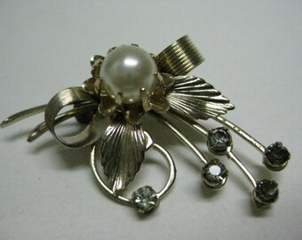 Bow Gold Pearl Brooch Rhinestone Vintage Pin