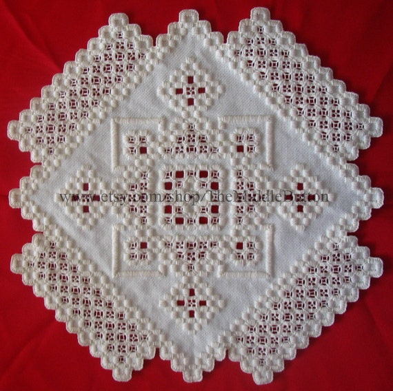 Hardanger Centerpiece - Gloria in Excelsis Deo