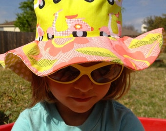 Organic floppy girl's sun hat with wide brim, scooters and animals
